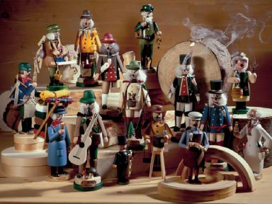 842ce088a7b9c7460e03c5cd9e8e06e9--german-christmas-nutcrackers